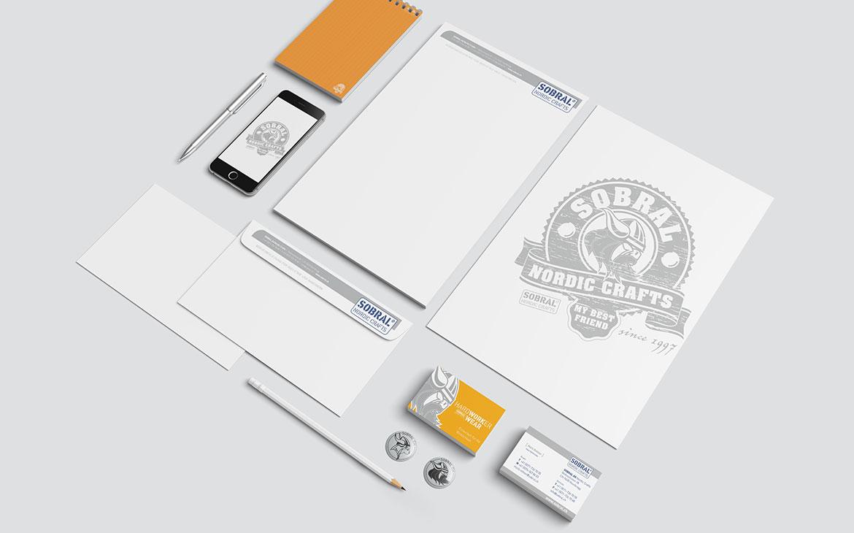 Corporate Design mit Briefpapier Visitenkarten Pins